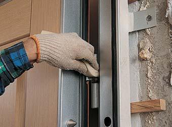 Способы и этапы установки стальных дверей