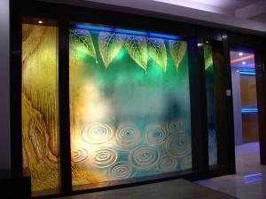 Виды декоративного стекла для оформления интерьера