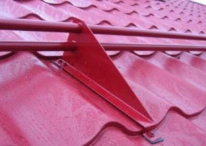 Монтаж снегозадержателей для металлочерепицы