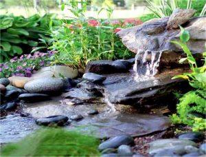 Искусственный водопад в зимнем саду
